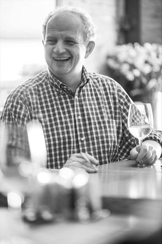 Портрет в интерьере Александра Гулько. Ресторан «Как есть». Фотограф Слава Поздняков
