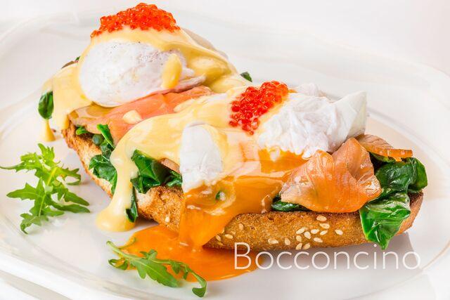 Багет с моцареллой и лососем. Фуд съемка блюд для меню ресторана Bocconcino