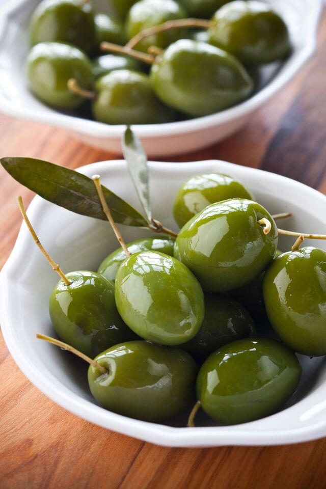 Италия в меню ресторана Bocconcino. Сицилийские оливки. Красивая фуд-фотография. Фуд-стилист и фотограф Слава Поздняков