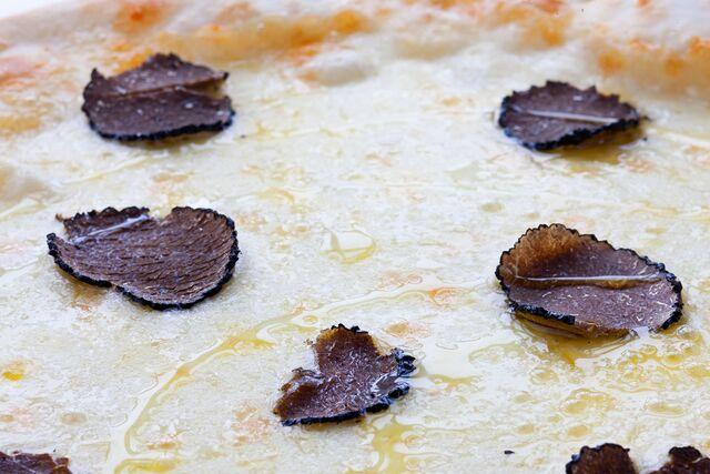 Фотосъемка пиццы для итальянского ресторана Bocconcino. Фуд-стилист и фотограф Слава Поздняков