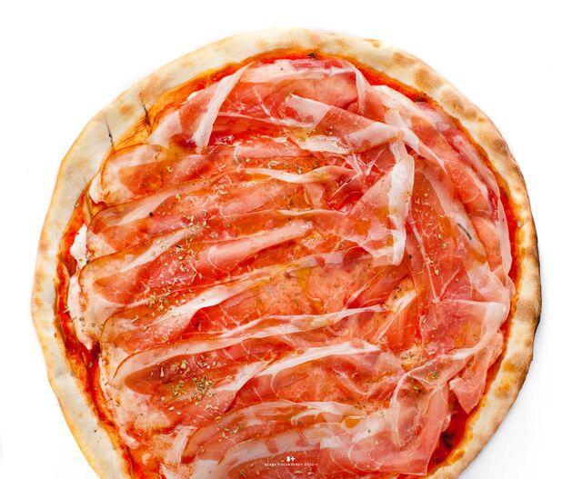 Фуд-стайлинг, компоновка, фотосъемка пиццы для меню Bocconcino. Фуд-стилист, фуд-фотограф Слава Поздняков.