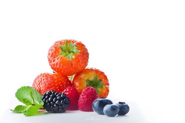 Фуд-стайлинг, компоновка, фотосъемка фруктов, ягод для меню Bocconcino. Фуд-стилист, фуд-фотограф Слава Поздняков.