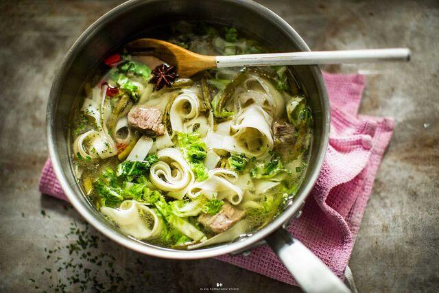 Проект Bonduelle. Приготовление, фуд-стайлинг, компоновка, фотосъемка блюд. Пряный суп с тальятелли. Фуд-стилист, фотограф Слава Поздняков.