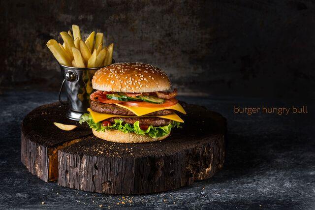 Бургер с картошкой - Фотосъемка блюд для кафе «Ваби Саби». Фуд-стилист и фотограф Слава Поздняков | Slava Pozdnyakov