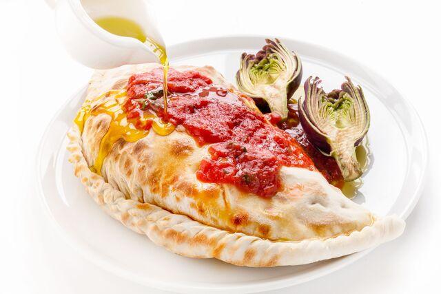 Кальцоне фаршированный - фотосъемка для меню ресторана Bocconcino