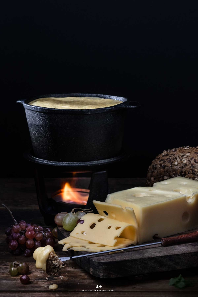 Проект Cheese Gallery. Фотосъемка сыра EMMENTALER. Композиция сыра для Cheese Gallery. Фуд-стилист, фуд-фотограф Слава Поздняков.