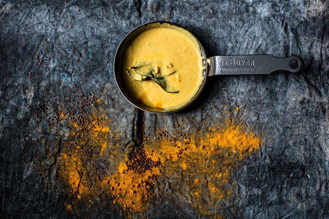 Приготовление блюд с использованием фирменных сковородок de Buyer. Фотосъемка соуса карри.Шеф-повар Леон Эк. Фуд фотограф Слава Поздняков