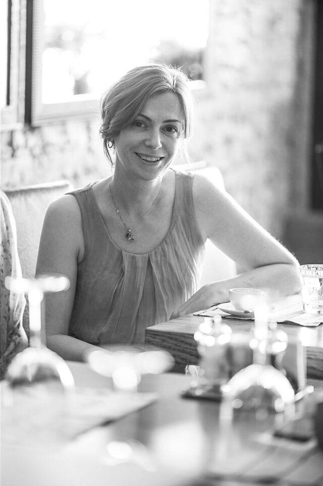 Портрет в интерьере Дарьи Закс. Ресторан «Как есть». Фотограф Слава Поздняков