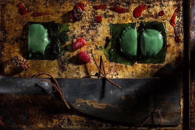 Фотосъемка десерта с малиной. Шеф-кондитер Виктор Аверков. Фуд-стилист Слава Поздняков