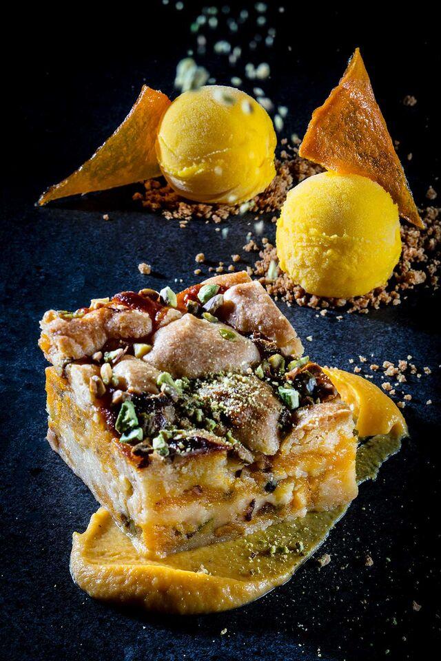 Фотосъемка десерта с мороженым для кафе Чистая Линия. Фотограф и фуд-стилист Слава Поздняков.