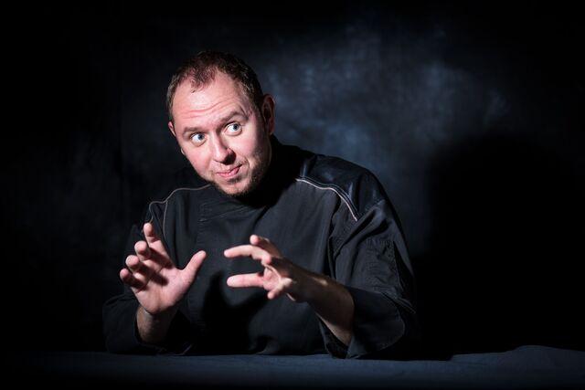 Фотосъемка портрета шеф-повара Дмитрия Погорелова. Фотограф Слава Поздняков