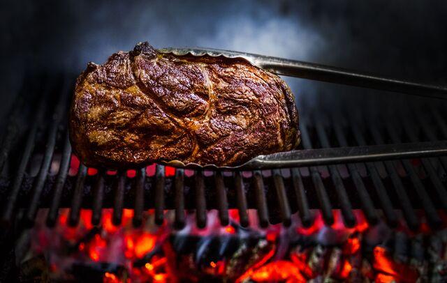 Фуд-стайлинг, компоновка, фотосъемка блюд для меню El Gaucho. Фотосъемка мяса на гриле. Фуд-стилист, фуд-фотограф Слава Поздняков.