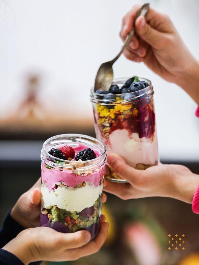 Фотосъемка десертов. Мюсли с кремом и ягодами. Фуд-стайлинг, компоновка десертов. Фуд-стилист, фотограф Слава Поздняков.