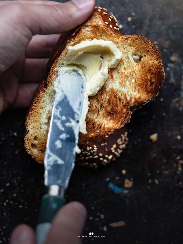 Фотосъемка тоста с маслом. Приготовление, фуд-стайлинг, компоновка, постановка света, фотосъемка. Фуд-стилист, фотограф Слава Поздняков.