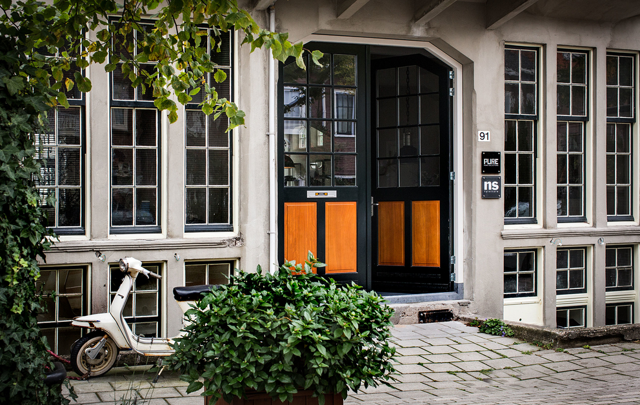 Фотосъемка фасада showroom Pure Home Collection. Фотограф Слава Поздняков