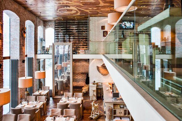 Фотосъемка интерьера ресторана Bocconcino. Интерьер ресторана, вид сверху.