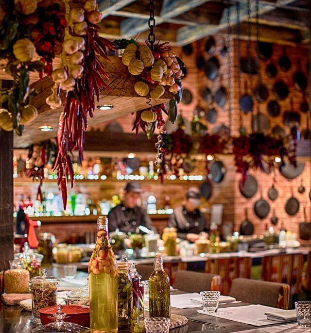 Интерьерная фотосъемка ресторана Шинок. Фотограф Слава Поздняков