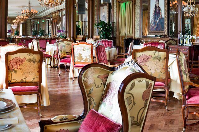 Панорамная фотосъемка интерьера ресторана «Пьяцца Росса». Фотограф Слава Поздняков.