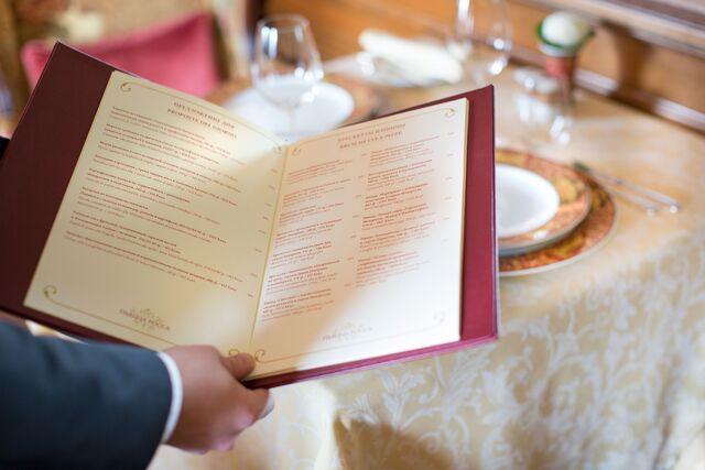 Постановочная фотосъемка в интерьере ресторана «Пьяцца Росса» в гостинице «Националь»