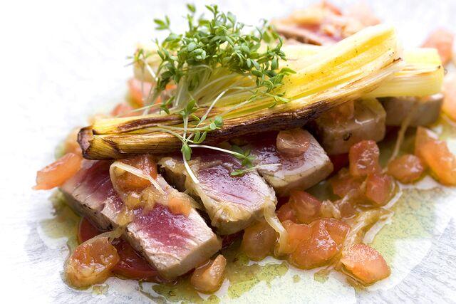 Фотосъемка рыбных блюд  на белом фоне, для меню ресторана