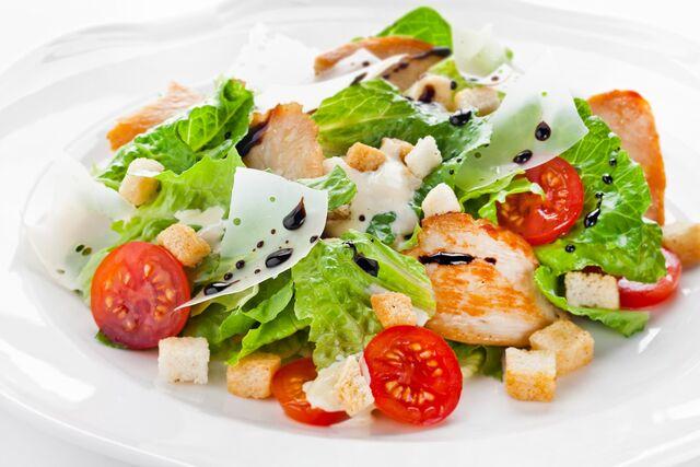 Фотосъемка салата Цезарь для ресторана Bocconcino