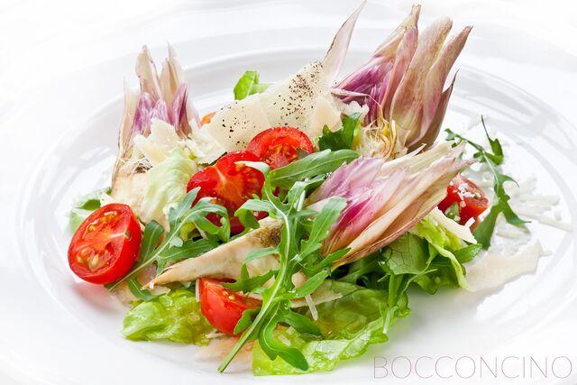 Фотосъемка салата со свежими артишоками для меню Bocconcino
