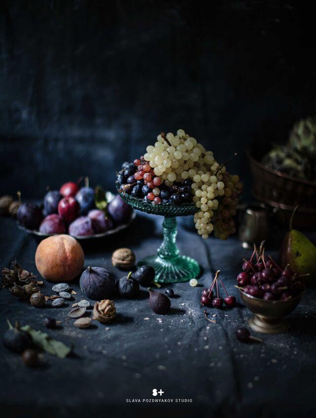 Фотосъемка фруктов. Фуд-стайлинг, компоновка фруктов, ягод. Композиция виноград, персики. Фуд-стилист, фотограф Слава Поздняков.