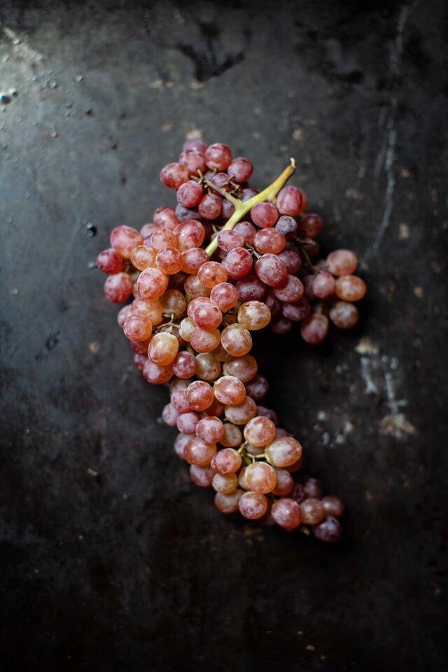 Фотосъемка фруктов. Фуд-стайлинг, компоновка фруктов, ягод. Композиция виноград. Фуд-стилист, фотограф Слава Поздняков.