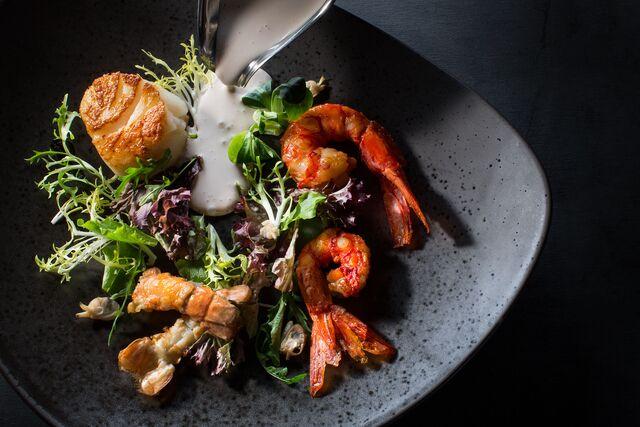Фотосъемка глазированного омара с кремом из томатов. Amarsi Restaurant