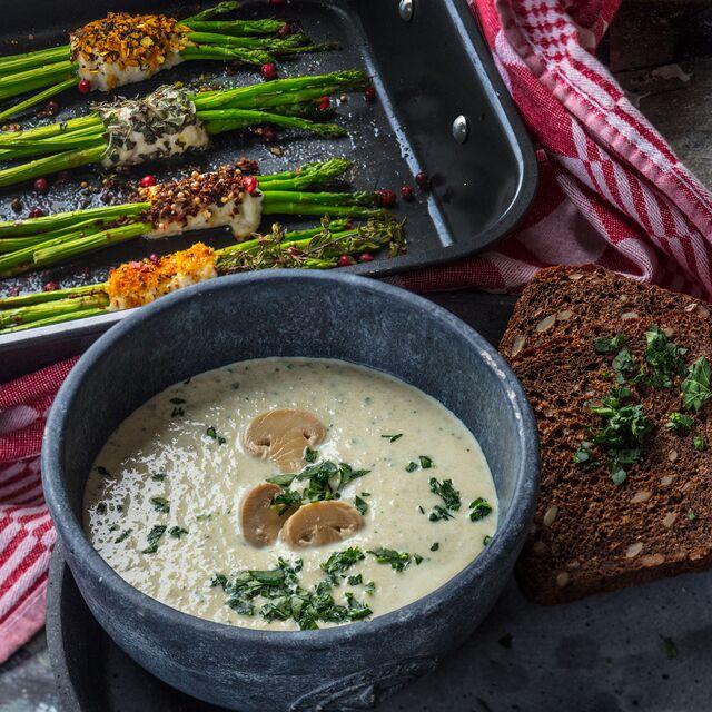 Приготовление, фуд-стайлинг, фотосъемка крем-супа с грибами. Фуд-стилист и фотограф Слава Поздняков