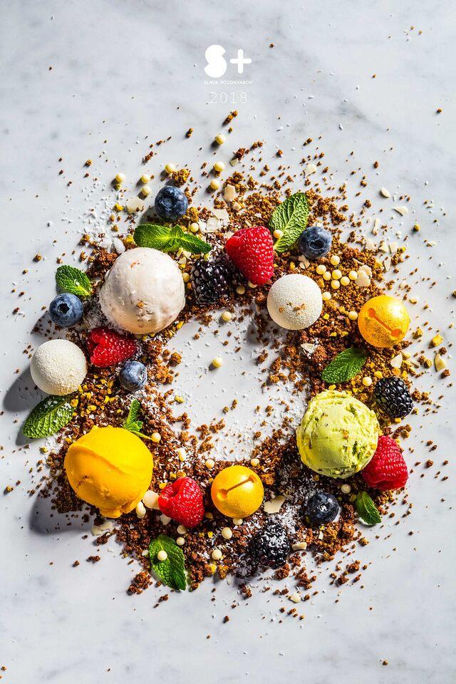 Фотосъемка десерта с мороженым. Банановый мусс с апельсиновой начинкой для кафе Чистая Линия. Фотограф и фуд-стилист Слава Поздняков.