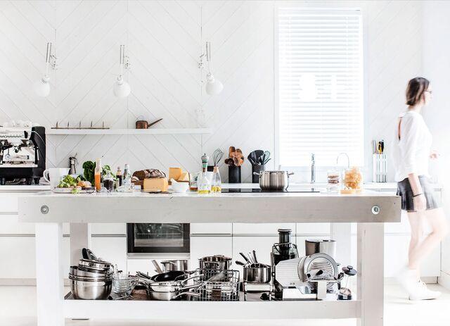 Кухня-студия SLAVAPOZDNYAKOVSTUDIO. Кухня. Пространство для съемки.