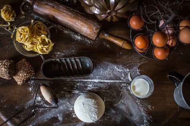 Постановочная композиция для раздела Мука, молоко, тесто. Фуд-стилист и фотограф Слава Поздняков