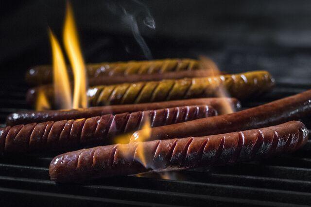 Проект КУХМАСТЕР. Фотосъемка для каталога. Фотосъемка хот-догов на гриле. Фотосъемка соусов, приготовление блюд, фотосъемка блюд. Фуд-стилист, фотограф Слава Поздняков.