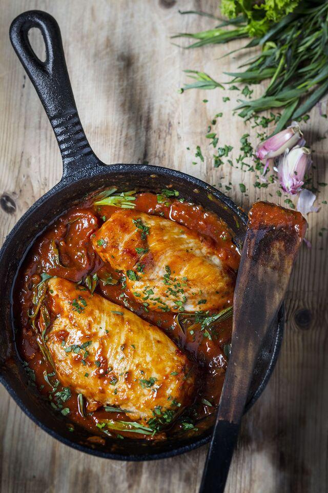 Проект КУХМАСТЕР. Фотосъемка для каталога. Фотосъемка куриных грудок. Фотосъемка соусов, приготовление блюд, фотосъемка блюд. Фуд-стилист, фотограф Слава Поздняков.