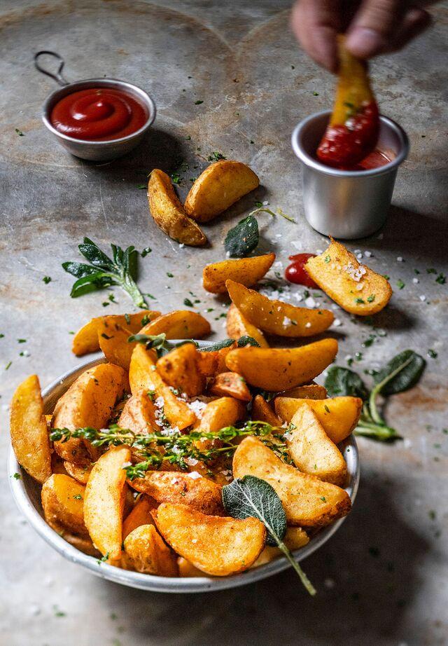 Проект КУХМАСТЕР. Фотосъемка для каталога. Фотосъемка картошки. Фотосъемка соусов, приготовление блюд, фотосъемка. Фуд-стилист, фотограф Слава Поздняков.