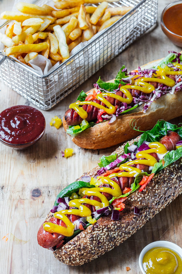Проект КУХМАСТЕР. Фотосъемка для каталога. Фотосъемка хот-догов. Фотосъемка соусов, приготовление блюд, фотосъемка. Фуд-стилист, фотограф Слава Поздняков.