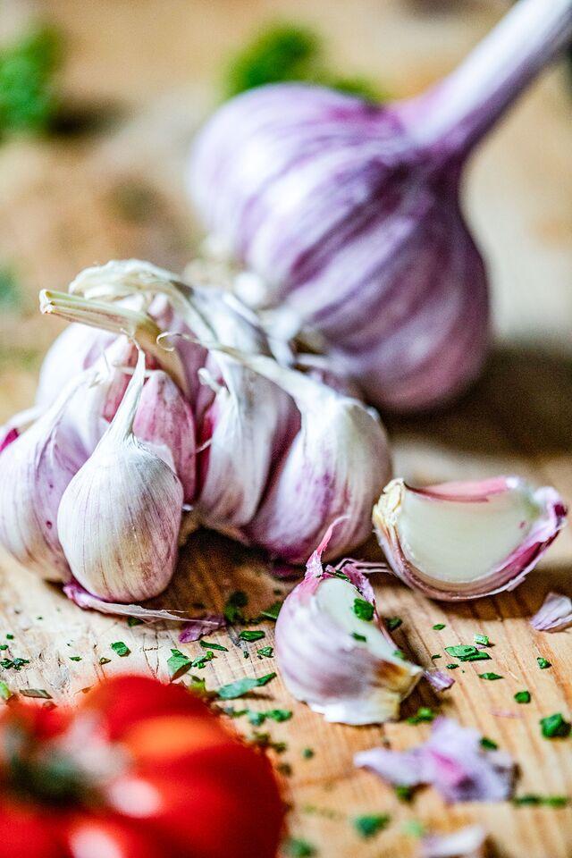 Проект КУХМАСТЕР. Фотосъемка для каталога. Фотосъемка чеснока. Фотосъемка соусов, приготовление блюд, фотосъемка блюд. Фуд-стилист, фотограф Слава Поздняков.