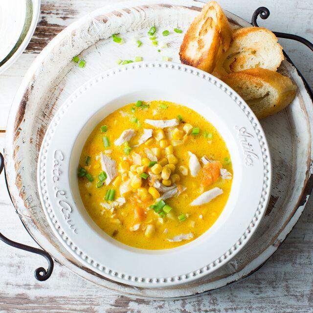 Кукурузный суп с гренками. Фотосъемка еды с продуктами Bonduelle. Food стилист и фотограф Слава Поздняков