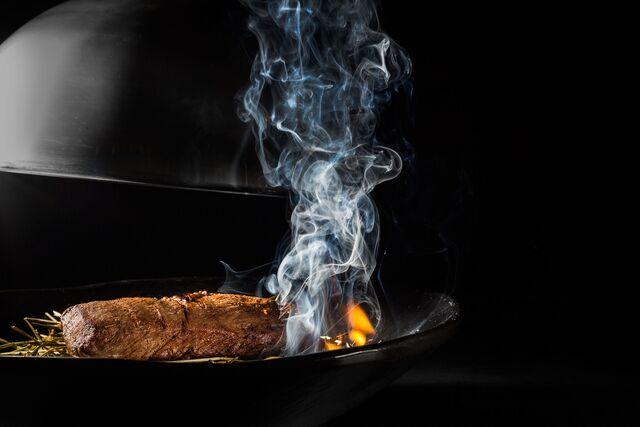 Мясо на сене. Фотосъемка для ресторана Amarsi Restaurant. Фуд-стилист и фотограф Слава Поздняков