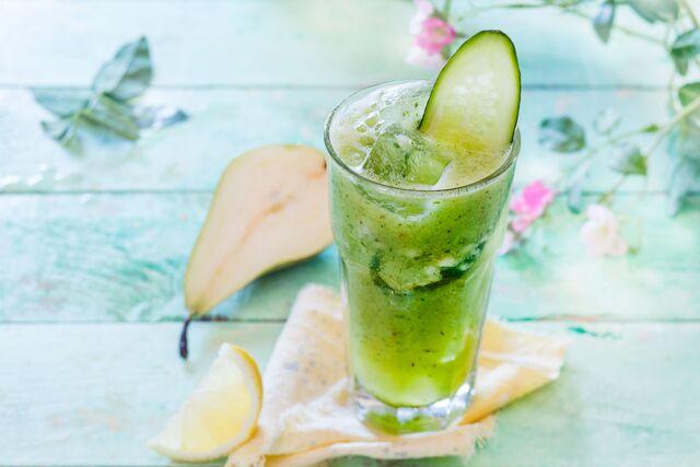 Фуд-стайлинг и фотосъемка летнего напитка с грушей и огурцом. Фуд-стилист и фотограф Слава Поздняков