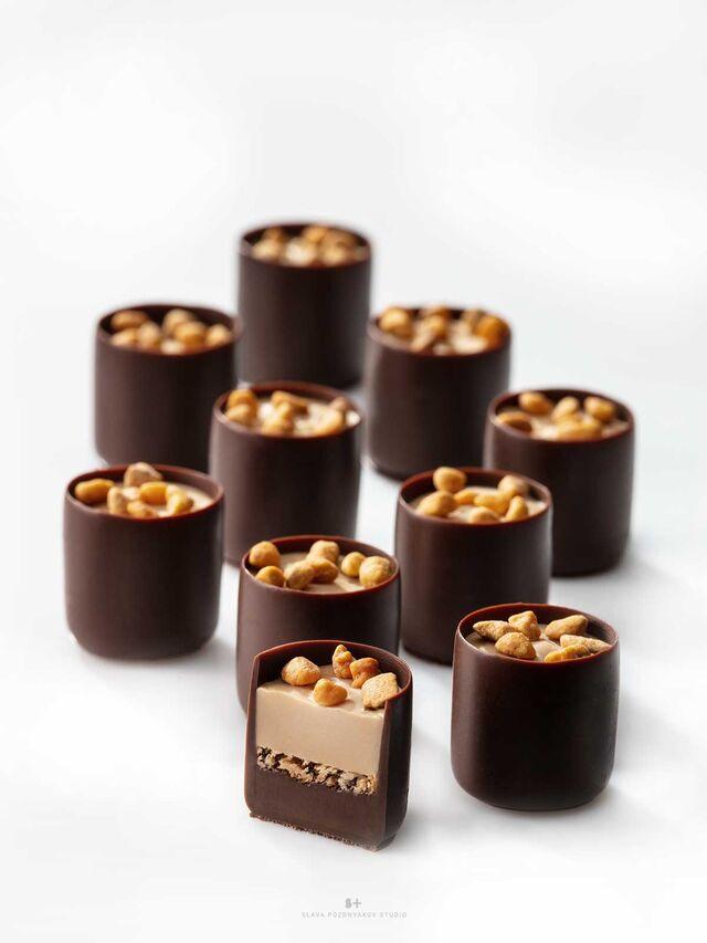 Фотосъемка шоколадных конфет с орехами КОМИЛЬФО для упаковки. Nestle. Фуд-стилист, фотограф Слава Поздняков.
