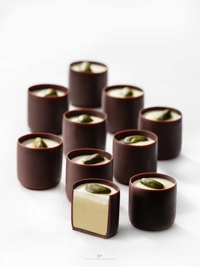 Фотосъемка шоколадных конфет с фисташкой КОМИЛЬФО для упаковки. Nestle. Фуд-стилист, фотограф Слава Поздняков.