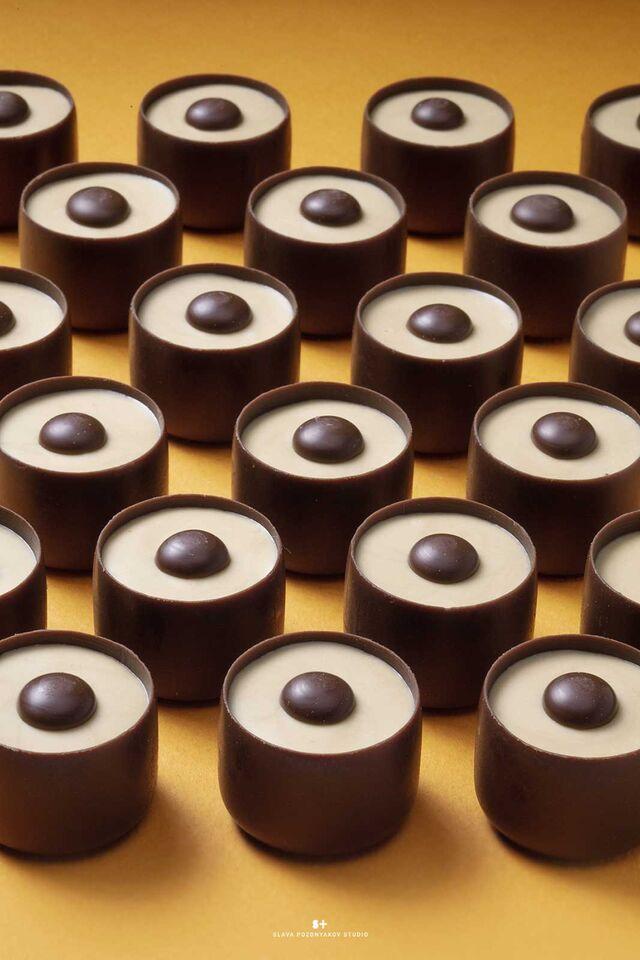 Фотосъемка шоколадных конфет КОМИЛЬФО для упаковки. Nestle. Фуд-стилист, фотограф Слава Поздняков.