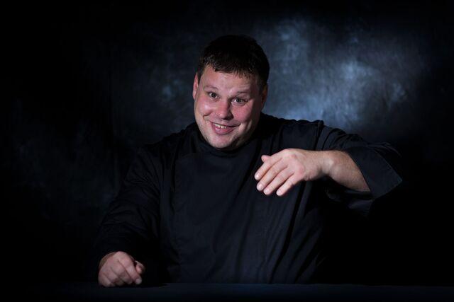 Портретная фотосъемка шеф-повара Павла Петухова. Фотограф Слава Поздняков