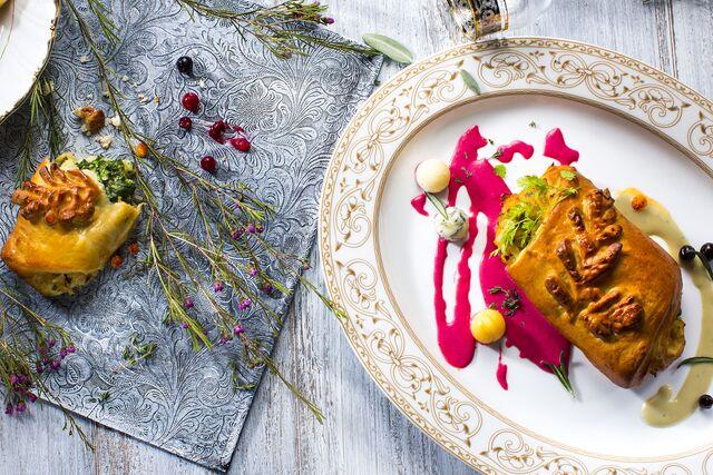 Фотосъемка пирога со свекольным соусом для рождественского меню. Фуд-стилист и фотограф Слава Поздняков