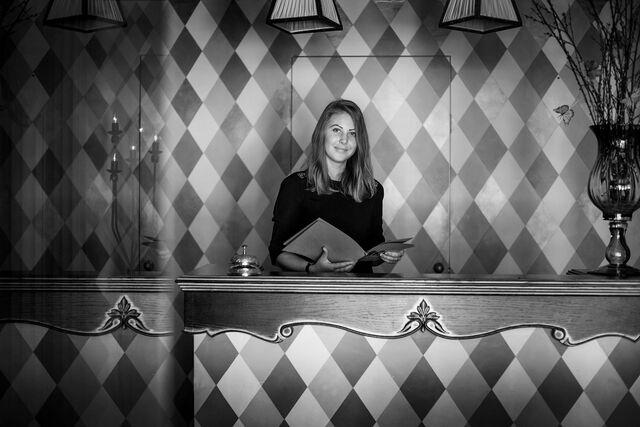 Фотосъемка портрета в интерьере ресторана Гарибальди