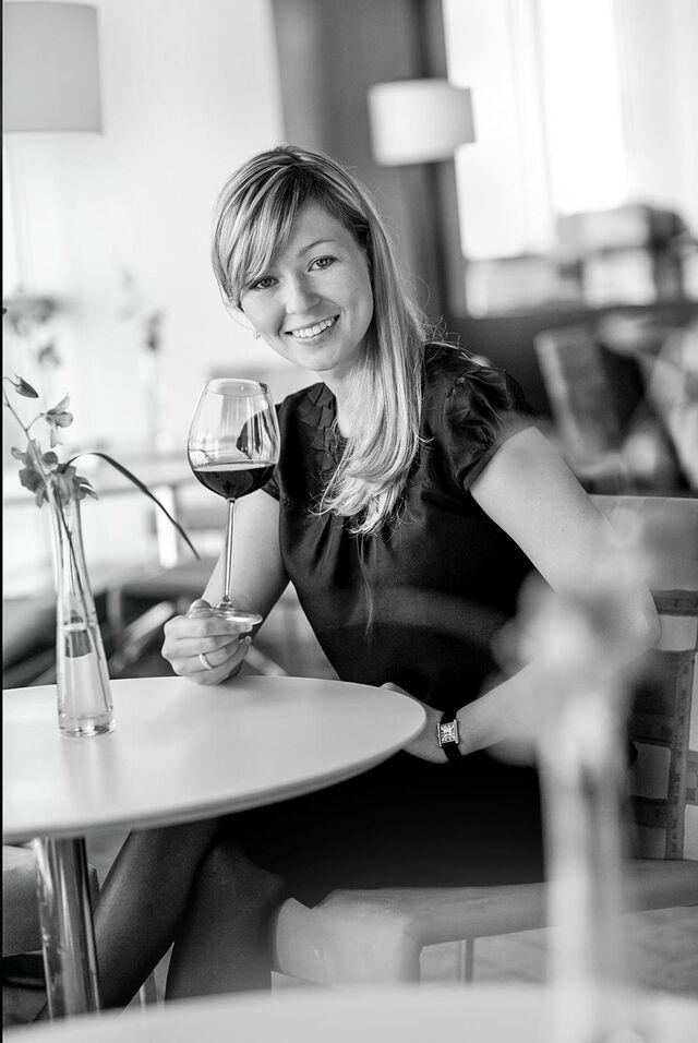 Портрет в интерьере ресторана. Фотограф Слава Поздняков