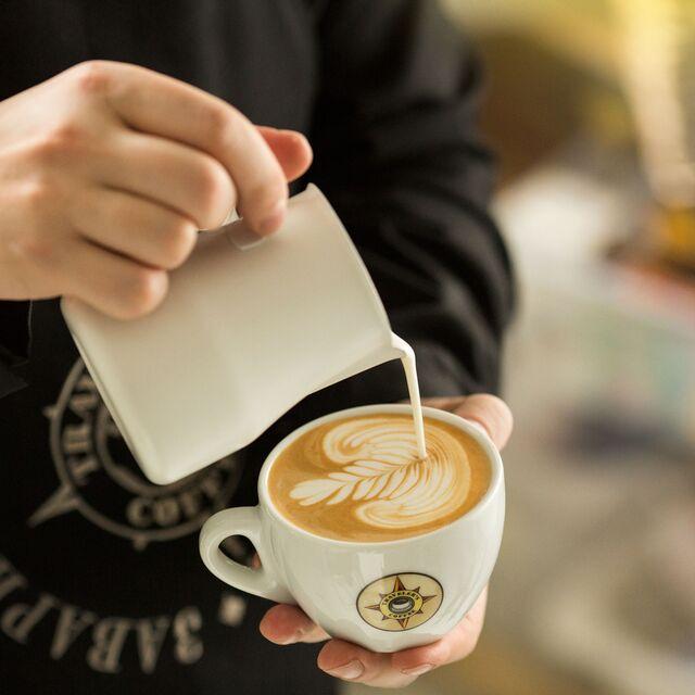 Постановочная фотосъемка кофе для меню Travelers coffee. Профессиональный фотограф в Москве Слава Поздняков