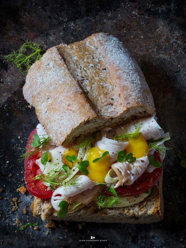 Фуд-стайлинг, компоновка, фотосъемка сандвича для кафе ЧИСТАЯ ЛИНИЯ. Фуд-стилист, фотограф Слава Поздняков.